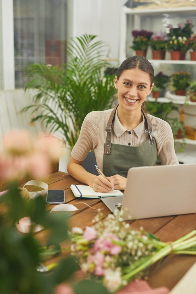 Happy florist uses local trend for Charleston direct mail marketing